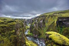 Fjadrargljufur峡谷,冰岛 免版税库存照片