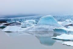Fjallsarlon,冰川冰山盐水湖在Vatnajokull国家公园 库存照片