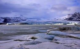 Fjallsjokull Glacier across Breadarlon, frozen pro Royalty Free Stock Photos