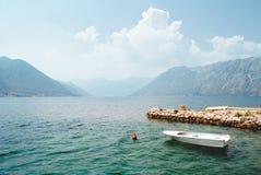 Fjord in Adriatische Overzees montenegro stock afbeeldingen