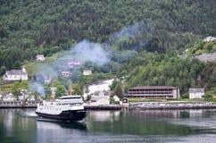 Fjord1 BOLSOY在Hellesylt,挪威 免版税库存图片
