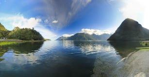 Fjord in Chileense bergen bij zonsopgang Stock Fotografie