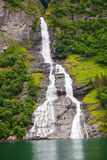 Fjord de Friaren Geiranger de cascade, Norvège Image stock