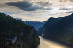Fjord de Geiranger dans le coucher du soleil Images stock