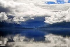 Fjord en wolken Stock Afbeeldingen