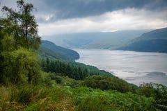 Fjord Goil på Loch Lomond och den Trossachs nationalparken Argyll Royaltyfri Fotografi