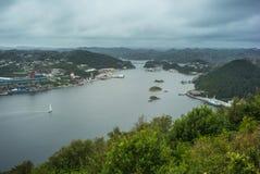 Fjord i Norge port royaltyfria foton