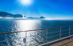 Fjord in Island, Ansicht vom Schiff Stockbilder