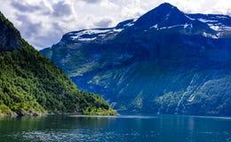 Fjord lodowa siklawy skandynawa krajobrazu seascape Zdjęcie Royalty Free