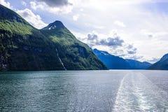 Fjord lodowa siklawy skandynawa krajobrazu seascape Fotografia Stock