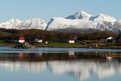 fjord lofoten góry target2321_0_ s Obrazy Royalty Free