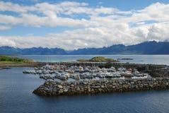 Fjord met de ongeveer geschermde pijler. stock afbeelding
