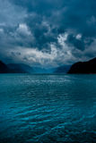 Fjord met donkere wolken Royalty-vrije Stock Foto