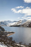 Fjord Muick i vinter på Glen Muick i Aberdeenshire Arkivbild