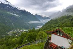 Fjord Norvège de Geiranger avec le bateau de croisière photos libres de droits