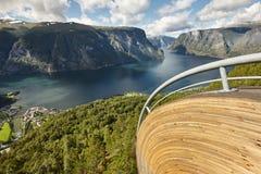 Fjord norweski krajobraz Stegastein punkt widzenia Aurland visitant obrazy stock