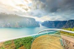 Fjord- och Stegastein utkik i Norge Royaltyfri Fotografi