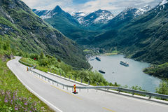 Fjord-Straße in Norwegen Lizenzfreie Stockfotos