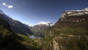 Fjord und Berge Stockfoto