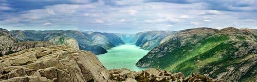 Fjord w Norwegia, górach i niebie, Fotografia Royalty Free