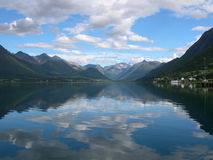 Fjorde nähern sich Andlsnes, Norwegen Stockbilder