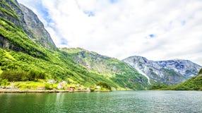 Fjorden in de Skandinavische aard van Noorwegen en Neroyfjord Royalty-vrije Stock Afbeelding