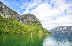 Fjorden in de Skandinavische aard van Noorwegen en Neroyfjord Stock Foto