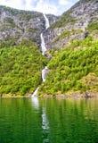 Fjorden in de Skandinavische aard van Noorwegen en Neroyfjord Royalty-vrije Stock Foto's