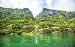 Fjorden in de Skandinavische aard van Noorwegen en Neroyfjord Stock Afbeelding
