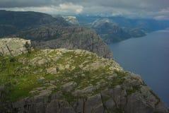 Fjorden preikenstolen i norsk nationalpark royaltyfria bilder