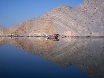 Fjords de Musandam de vitesse normale de dhaw, Oman Image libre de droits