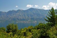 Fjords du ` s de Motenegro et la mer photos libres de droits