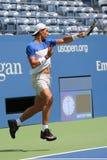 Fjorton mästare Rafael Nadal för storslagen Slam för tider av Spanien öva för US Open 2015 Royaltyfri Bild