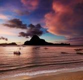 Fjärd för El Nido, solnedgång, Filippinerna Arkivbild