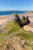 Fjärd för tre klippor Gower Wales UK i sommarsolsken Arkivbild