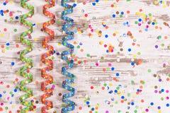 Flámula de papel colorida en el partido del carnaval Imagen de archivo