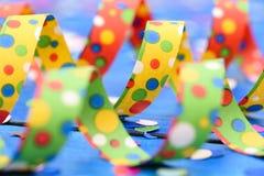 Flámula de papel colorida en el partido del carnaval Foto de archivo