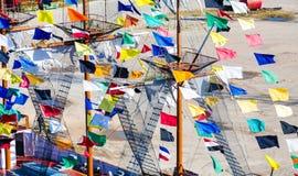 Flâmulas coloridas em mastros do navio Foto de Stock