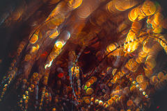 Flâmulas douradas com brilho efervescente - fundo dos feriados do Natal Fotografia de Stock