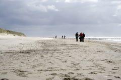 Flânerie le long du bord de la mer Image libre de droits