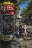 Flânerie par la La Rambla à Barcelone Images libres de droits