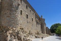 Flânez le long du beau mur médiéval à Avila, Espagne photos stock