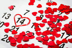 Fläck på kalendern med en hjärta som dras på Februari 14 Dag för valentin` s, Royaltyfria Foton