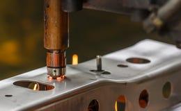 Fläcksvetsningmaskin, automatisk del i en bilfabrik Arkivbilder