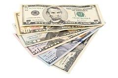 Fläkta amerikanska pengar 5,10, 20, 50, ny räkning för dollar 100 på den snabba banan för vit bakgrund HögUSA-sedel Arkivbilder