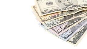 Fläkta amerikanska pengar 5,10, 20, 50, ny räkning för dollar 100 på den snabba banan för vit bakgrund med kopieringsutrymme Royaltyfri Fotografi