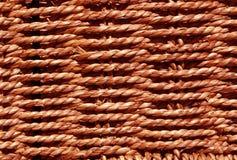 Flätad röd korgtextur Arkivbild