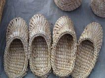 flätade sandals Arkivfoton