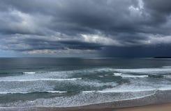 Flåshurtigt hav på en stormig vinterdag Royaltyfri Fotografi