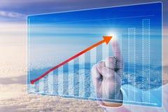 Flèche émouvante de croissance de doigt dans le diagramme de prévisions Image libre de droits